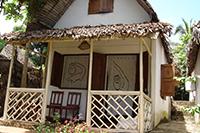 cHotel à Nosybe , Madagascar. Locations de Bungalows. Hotel pas cher à Ambatoloaka